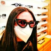 Maria Pia Foraggio ha scelto Ottica Ricci per i suoi nuovi occhiali da sole Kuboraum cat-eye. Occhiali unici, creati per raccontare se stessi attraverso la propria Mask (maschera), è infatti così che la maison berlinese definisce le proprie creazioni.  Se vuoi scoprire di più su questo brand affascinante e moderno visita il nostro blog (link in bio) . . . . . #otticaricci #occhiali #occhialidasole #sunglasses #kuboraum #kuboraumeyewear #womanstyle #luxuryeyewear #celebritiesotticaricci