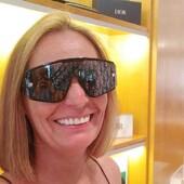 Beth Meyer ha scelto Ottica Ricci per i suoi nuovi occhiali da sole Dior. Cliente soddisfatta e stile impeccabile, la nostra missione è compiuta! Solo presso il nostro punto vendita di via Banchi di sopra, 35 puoi trovare a Siena la nuova collezione Dior eyewear. . . . #otticaricci #occhiali #occhialidavista #occhialidasole #sunglasse #optical #eyewear #dior #diorsunglasses #dioreyewear #thelios #sienatuscany #luxuryeyewear