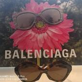 Da Ottica Ricci è arrivata la nuove collezione di occhiali da sole e da vista Balenciaga. Trovi i nuovi modelli nel punto vendita di Strada Massetana Romana, 14/16 o online (Link in Bio) . . . #otticaricci #occhiali #occhialidavista #occhialidasole #balenciaga #balenciagaeyewear #madeinitaly #womenstyle #eyewear #sunglasses #otticasiena #moda