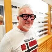 La #celebritiesotticaricci di oggi è Luigi Raimo, che in questa foto indossa i suoi nuovi occhiali da vista Kuboraum: DREAMED IN BERLIN HANDMADE IN ITALY!  E lui di look se ne intende 😎 . . . . #otticaricci #occhiali #occhialidasole #occhialidavista #optical #madeinitaly #kuboraum #zeisslenses #otticasiena #siena #tuscany #menstyle #lookoftheday @raimoluigi