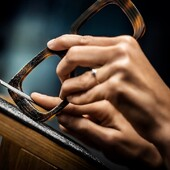 Dior è un marchio esclusivo, di cui Ottica Ricci è l'unico rivenditore autorizzato a Siena.  Disegnati a Parigi e poi realizzati in Italia nei laboratori Thélios di Longarone, gli occhiali Dior nascono dove  la maestria artigiana si fonde alle tecniche innovative per realizzare il massimo nel mondo dell'eyewear. Passate a provarla nel punto vendita di via Banchi di Sopra, 35 #otticaricci #otticasiena #occhiali #occhialidavista #occhialidasole #eyewear #sunglasses #luxuryeyewear #madeinitaly #dior #dioreyewear #diorsunglasses #thelios