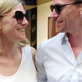 Ringraziamo Anna Reinde e Daniel Ruppert per questi bellissimi scatti in cui indossano i loro nuovi occhiali da sole: Fendi per lei, Moscot per lui. Occhiali esclusivi e sorrisi luminosi: il look che ci piace 😍 . . . #otticaricci #occhiali #occhialidavista #occhialidasole #sunglasses #siena #sienatuscany #vacanzeitaliane #moscot #moscotmoments #moscotlemtosh #fendi #fendieyewear #thelios #love #celebritiesotticaricci