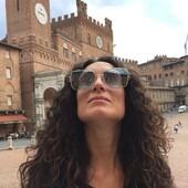 L'eleganza è difficile da definire, ma la si riconosce al primo sguardo. Veronica indossa per voi gli occhiali da sole Fendi di nuova collezione, perfetti per essere indossati anche nelle giornate meno soleggiate, per proteggere i nostri occhi, per mostrare la nostra eleganza!  Gli occhiali Fendi li trovi in esclusiva a Siena da Ottica Ricci. Passa a provarli! . . . #otticaricci #occhiali #occhialidasole #fendi #fendieywear #fendisunglasses #thelios #luxuryeyewear #fascinofemminile #eleganzafemminile #nofilter #siena #tuscany #piazzadelcampo