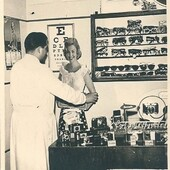 Questa è la nostra storia: è fatta di passione per il lavoro, cura dei dettagli, attenzione verso il Cliente. Da 70 anni lavoriamo allo stesso modo, aggiornando competenze e tecnologie. Ottici per passione, professionisti per scelta. (Nella foto Sergio Ricci ,negli anni '60, nella sua Bottega di via Banchi di Sotto a Siena) #otticaricci #occhialidavista #occhiali #occhialidasole #zeiss #zeisslenses #occhialiprogressivi #miopia #otticasiena #lentiacontatto #progressionemiopica #myosmart #lindbergeyewear #chaneleyewear #celineeyewear #dioreyewear #moscot #negoziostoricodeccellenza