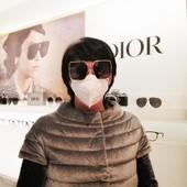 Sabrina Birignani ha scelto Dior per i suoi nuovi occhiali da sole. Un oversize delicato grazie alla montatura in metallo sottile e alla linea svasata. Un look davvero raffinato e moderno 🔝 #otticaricci #occhiali #occhialidasole #sunglasses #otticasiena #luxuryeyewear #womanstyle #dior #christiandior #christiandioreyewear