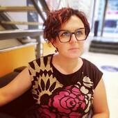 La #celebritiesotticaricci di oggi è... Annalisa Giunti anche se probabilmente non aveva bisogno di presentazioni! I suoi nuovi occhiali da vista sono della collezione #fendi, in esclusiva a Siena da Ottica Ricci. Domani vi sveleremo il modello che ha conquistato la nostra esperta di occhiali. . . . . #otticaricci #occhiali #occhialidavista #occhialidasole #sunglasses #optical #fendi #fendieyewear #luxuryeyewear #thelios #zeisslenses #otticasiena #womanstyle #eleganza #eleganzafemminile