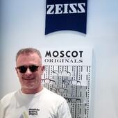 Francesco Messina ha scelto Ottica Ricci per i suoi nuovi Moscot Momza Heritage con lenti da sole graduate Zeiss. Due marchi top di gamma per massimo del comfort visivo e della resa estetica. 🔝 . . . #otticaricci #occhiali #occhialidasoel #moscot #moscotmomza #zeiss #zeisslenses #moscotlemtosh #moscotmoments #sunglasses #otticasiena #manstyle #otticasiena