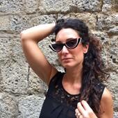 Oggi con Veronica vi presentiamo un modello cat-eye della collezione Valentino, che unisce lo stile anni '60 della forma e dei colori ad una geometria ricercata nei dettagli. Occhiali pensati per esprimere un femminile senza tempo né età. . . . .#occhiali #otticaricci #occhialidasole #sunglasses #valentino #valentinosunglasses #luxuryeyewear #eleganza #elegance #eleganzafemminile #picoftheday #leleganzadalricci #siena #sienatuscany #womanstyle