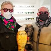 Annalisa Calamati e Simone Giorgetti hanno scelto Moscot Miltzen base 2 con filtri Purple e, nel graduarli,non hanno dovuto rinunciare a nulla! Per loro abbiamo montato delle lenti progressive Zeiss SmartLife con colorazione a campione, realizzando un modello in tutto e per tutto esteticamente identico all'originale!  Da Ottica Ricci scegliamo per voi le soluzioni più innovative e alla moda!  #otticaricci #occhiali #occhialidavista #occhialidasole #sunglasses #moscot #moscotlemtosh #moscotmilzen #zeiss #zeissprogressivelenses #otticasiena #moscotmoments #celebritiesotticaricci